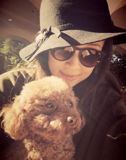 """此前,有媒体报道称章子怡在美国为汪峰生下儿子,今日章子怡发微博晒宠物照,并称""""儿咂?只有这个""""亲口否认传闻。"""